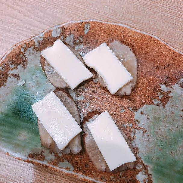 味とめ いぶりがっこチーズのせ430円