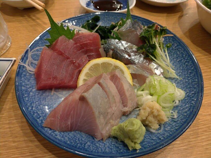 味とめ 本日のおすすめ刺身730円